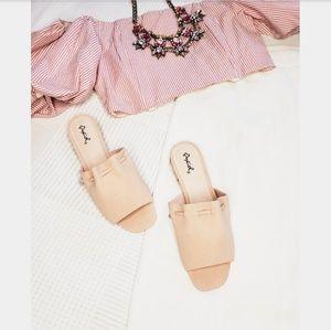 Shoes - 🚨ON SALE//The Gladys// blush pink sandal